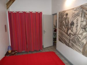 Chambre location saisonnière bungalow papaye lit deux personnes