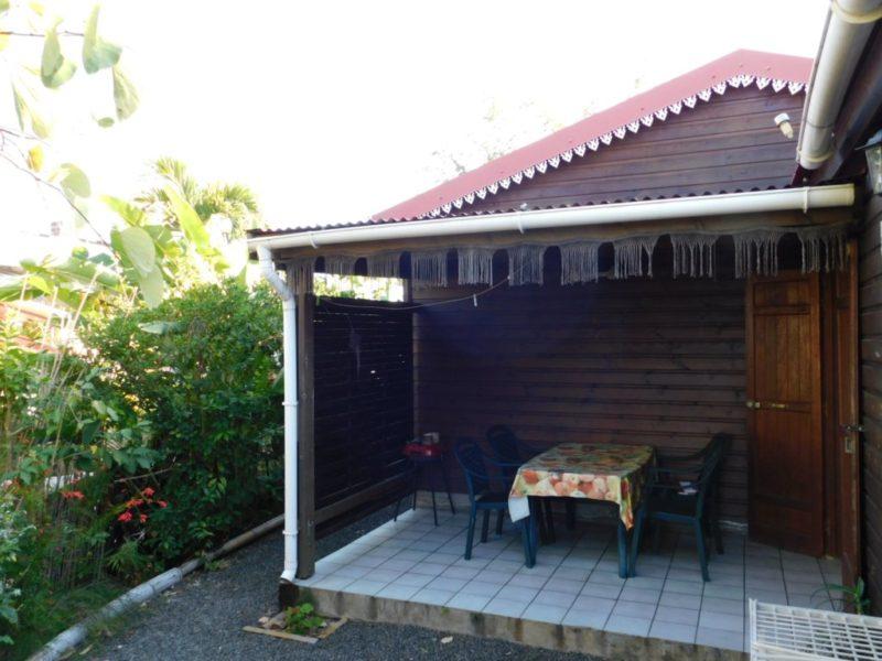 Varangue: Entrée bungalow Goyave